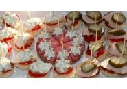 Парти хапки с пилешко месо и колбас
