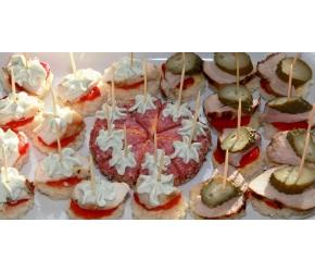 Вива Кетъринг - Парти хапки с пилешко месо и колбас