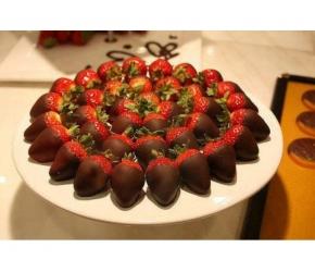 Вива Кетъринг - Ягоди с шоколадова глазура