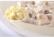 Пилешки флейки с картофено пюре и сметанов сос